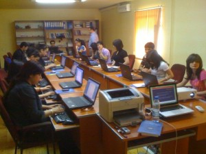 Students work on creating a blog at a workshop at Baku Journalism School.