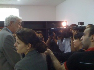 Terry Davidson, public information officer of the U.S. Embassy in Baku, answers questions from reporters about the translation of Journalism 2.0.